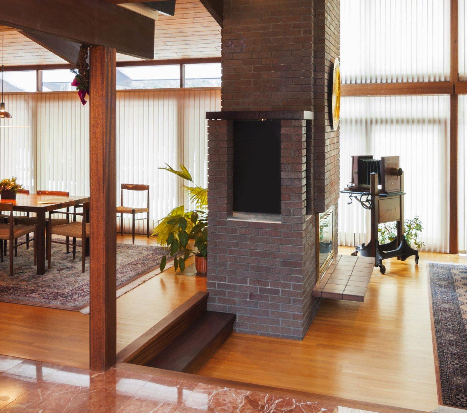 Wohnraumlüftung und Kamin im selben Raum