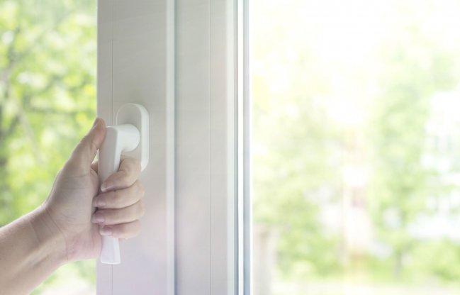 Fensterfalzlüftung und manuelle Fensterlüftung